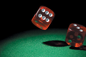 roll the dice - Copyright – Stock Photo / Register Mark